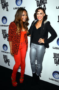http://img107.imagevenue.com/loc217/th_310421861_ChristinaMilian_JustDance4Launch_20_122_217lo.jpg