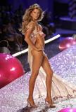 Gisele Bundchen - Victoria's Secret Show