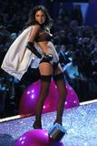th_21242_Andi_Muise-Victorias_Secret_Fashion_Show_2005-11-09-2005-Ripped_by_kroqjock-HQ2_122_359lo.jpg