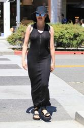 http://img107.imagevenue.com/loc381/th_970833937_rose_mcgowan_see_thru_and_pokies_while_out_and_about_in_beverly_hills_01_123_381lo.jpg
