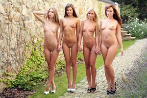Abby%2C-Maria%2C-Lola%2C-Tess-Quartet--v1pf712zzh.jpg