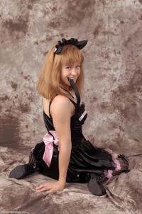 http://img107.imagevenue.com/loc532/th_232982415_Silver_Sandrinya_maid_3_116_122_532lo.jpg