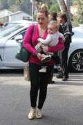 http://img107.imagevenue.com/loc593/th_518291847_Hilaty_Duff_Takes_baby_Luca_to_a_play_date17_122_593lo.jpg
